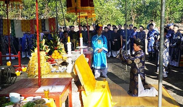 Lễ dâng hương tại Trường Thái