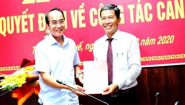 Ông Đặng Ngọc Trân (bên phải) được bổ nhiệm giữ chức vụ Phó Trưởng Ban Nội chính Tỉnh ủy tỉnh TT- Huế. Ảnh: Anh Phong