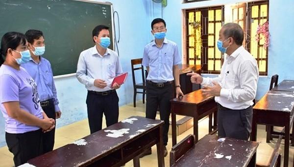 Lãnh đạo tỉnh TT- Huế kiểm tra công tác phòng chống dịch Covid-19 tại các trường học.