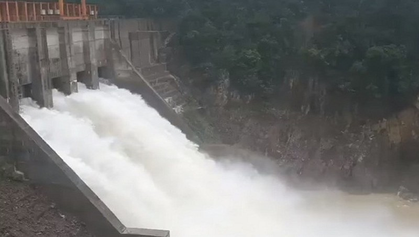 Yêu cầu nhà máy thủy điện Thượng Nhật vận hành mở 5 cửa van