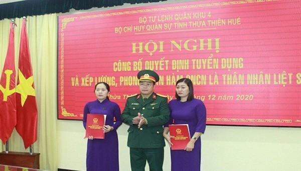 Hai vợ liệt sĩ hi sinh tại thủy điện Rào Trăng 3 được tuyển dụng quân nhân chuyên nghiệp