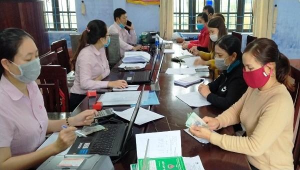 Huy động gửi tiết kiệm đối với tổ viên Tổ tiết kiệm và vay vốn - điểm sáng tại huyện Phú Vang