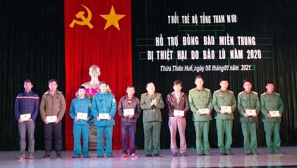 Bộ Tổng Tham mưu tặng quà hỗ trợ người dân bị thiệt hại do bão lũ tại Thừa Thiên Huế