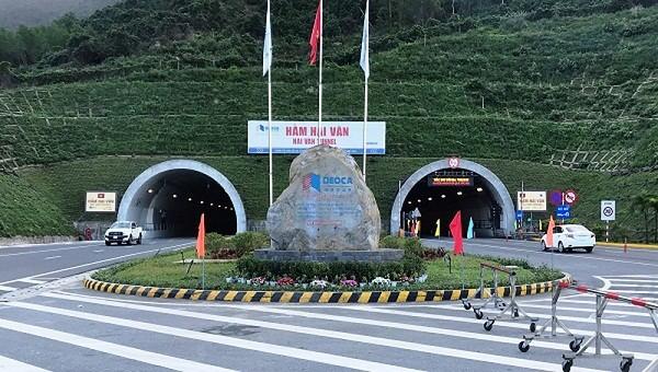Lưu lượng phương tiện giao thông qua hầm Hải Vân tăng cao trong dịp lễ