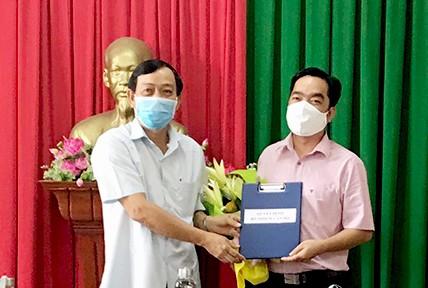 Trao quyết định bổ nhiệm Phó Chánh văn phòng HĐND tỉnh Đồng Tháp