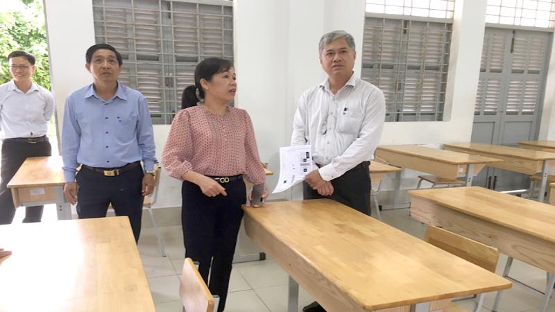 Đoàn công tác của UBND tỉnh Bến Tre kiểm tra công tác chuẩn bị cho kỳ thi tốt nghiệp THPT trên địa bàn huyện Ba Tri.