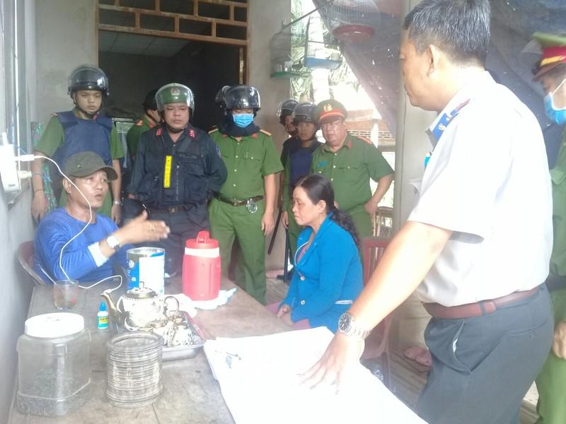 Cục Thi hành án Dân sự tỉnh Tiền Giang thành công thuyết phục người bị cưỡng chế chủ động giao trả đất