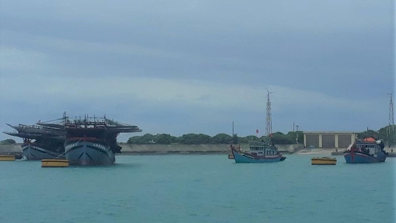 Tàu cá vào neo đậu an toàn tại Âu tàu Song Tử Tây.