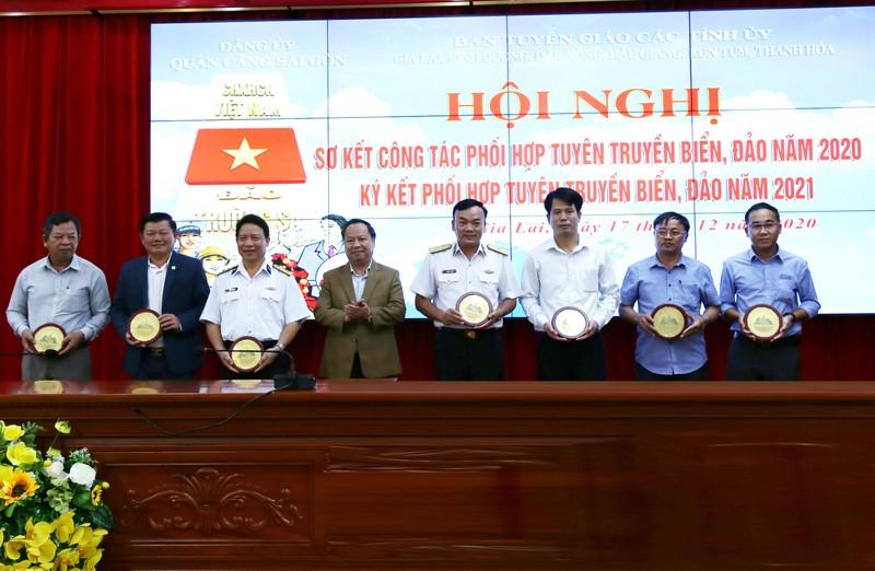 Tổng công ty Tân cảng Sài Gòn: Sơ kết công tác phối hợp tuyên truyền biển, đảo năm 2020