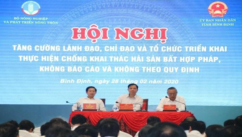 Bộ NN&PTNT Nguyễn Xuân Cường (ngồi giữa) chủ trì hội nghị