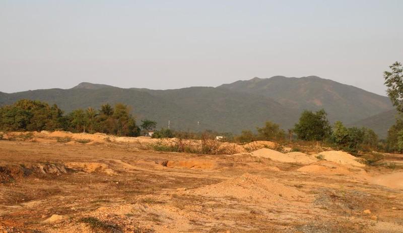 """KCN Hòa Hội """"treo"""" gần 11 năm, bỏ hoang hàng trăm ha đất."""