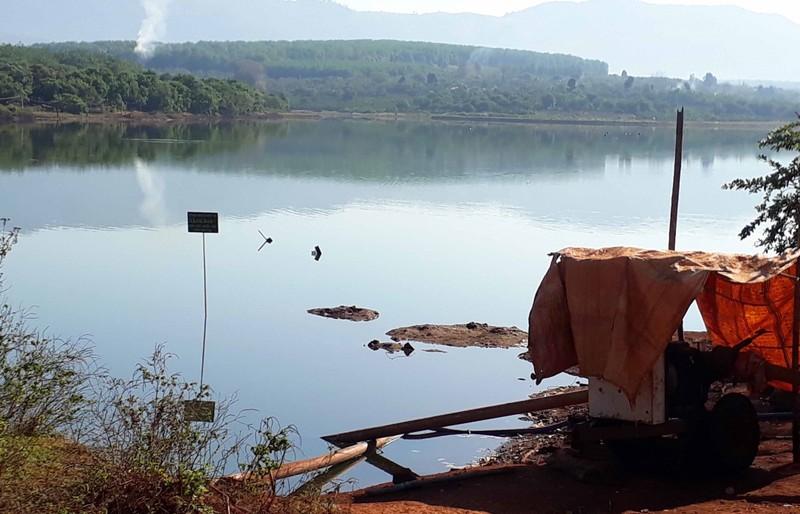 Nhào theo điện thoại rơi, chiến sĩ công an tử vong dưới lòng hồ