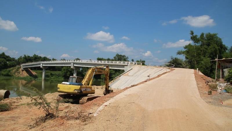 """Lo sợ an toàn với cây cầu xây hơn 10 tỷ đồng nhưng thiết kế thách thức """"tử thần"""""""