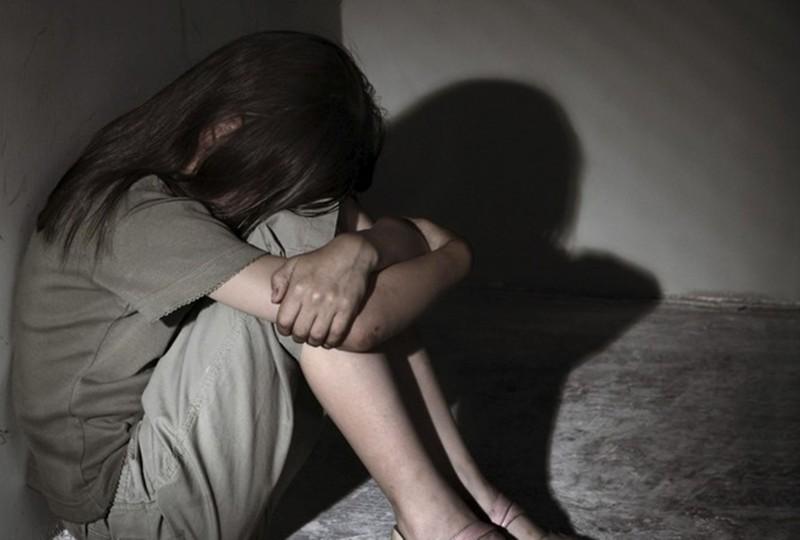 Gã đàn ông gần 60 tuổi dụ dỗ bé gái 8 tuổi đến chợ rồi hiếp dâm