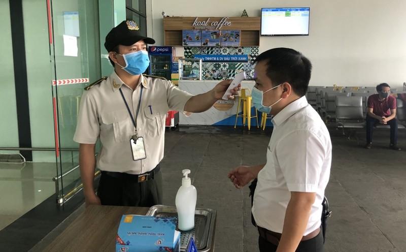 Bình Định tiếp tục duy trì chốt kiểm tra y tế tại sân bay Phù Cát.