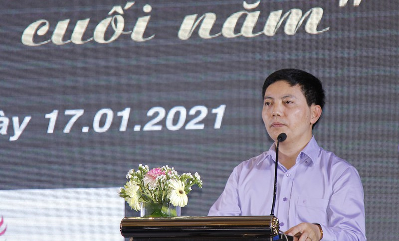 Nhà báo Trần Đức Vinh đánh giá cao sự nỗ lực của toàn thể cán bộ, phóng viên, cộng tác viên Văn phòng đại diện Báo PLVN tại Khánh Hòa.