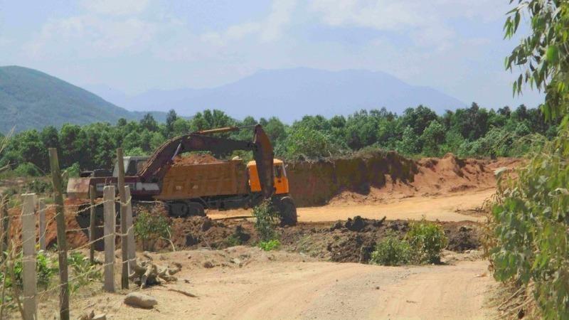 Khu vực Công ty TNHH Thanh Huy khai thác đất không phép tại núi Hòn Ách.