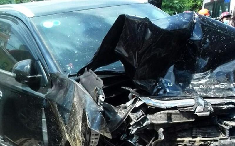 Truy tìm hành khách trên chuyến xe gây tai nạn liên hoàn ở Bình Định