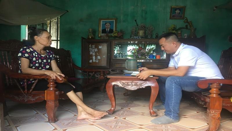 Bắc Giang: Một người dân sống cạnh bãi tập kết than Sông Lục Nam được chẩn đoán mắc bệnh Viêm phế quản mãn.