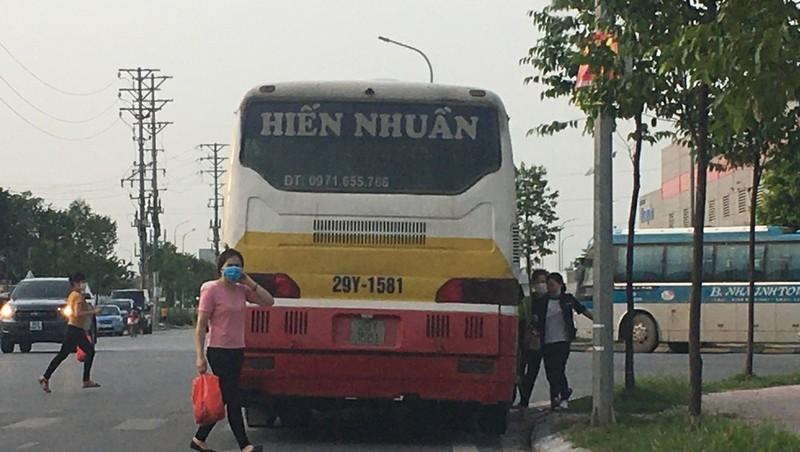 Bắc Giang: Nạn xe khách chui hoành hành hai khu Công nghiệp Vân Trung và Đình Trám