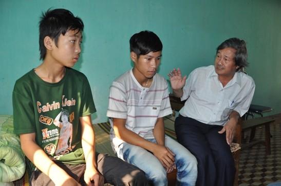 Giải cứu 2 đứa trẻ lao động khổ sai ở bãi vàng Tam Lãnh