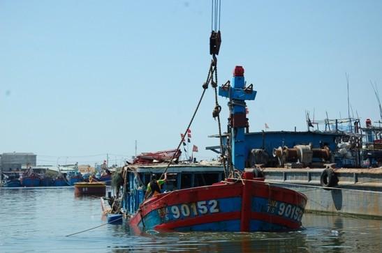 Vụ tàu cá Đà Nẵng bị đâm chìm: Trục vớt làm bằng chứng tố cáo tội ác của tàu Trung Quốc