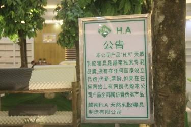 """Vụ """"cấm cửa"""" người Việt: Sai quy định nhưng không có chế tài xử lý!"""
