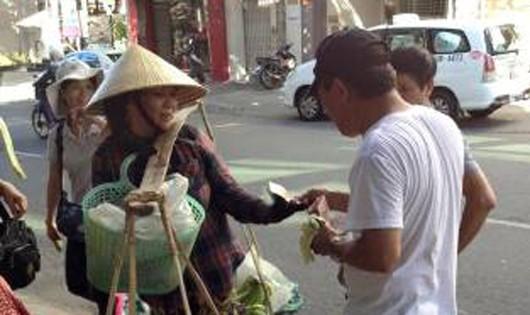 Du khách Trung Quốc bị tố ngang ngược với người bán rong Đà Nẵng
