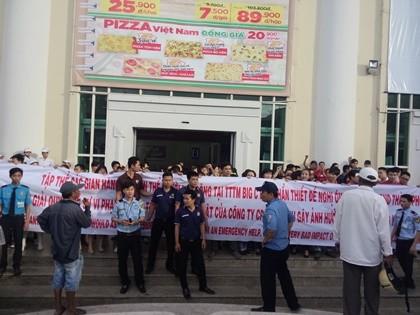 Hàng trăm tiểu thương phản ứng do tranh chấp giữa Big C Đà Nẵng và DMC