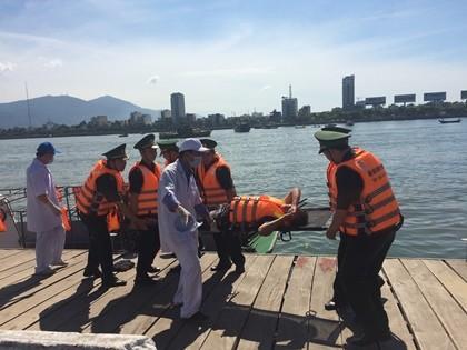 """Thủy thủ 13 quốc gia tham gia """"cứu hộ, cứu nạn"""" trên sông Hàn"""