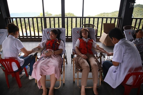 Nhân viên Bà Nà Hills tham gia hiến máu nhân đạo