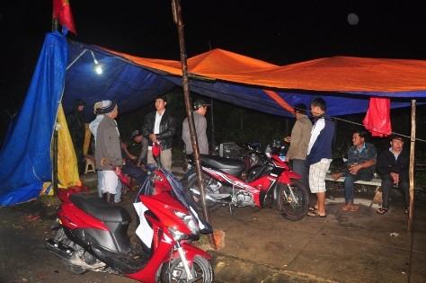 Người dân Điện Bàn căng lều kéo đến nhà máy phản ứng yêu cầu đóng cửa vì ô nhiễm