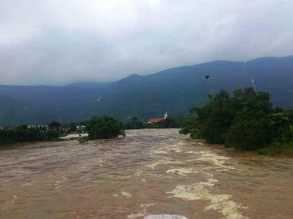 Lũ trên các sông Quảng Nam, Bình Định đang lên