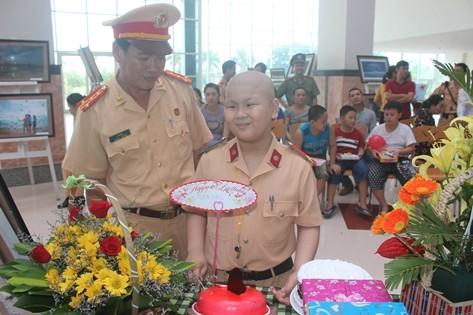 Trưởng Phòng CSGT Đà Nẵng rơi nước mắt tiễn biệt 'đồng nghiệp nhí'