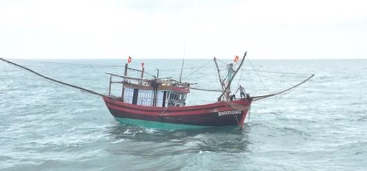 11 ngư dân Quảng Ngãi gặp nạn trên biển hơn 3 ngày vẫn chưa được ứng cứu