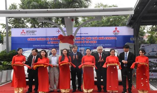 Lễ ra mắt dự án năng lượng mặt trời áp mái và trạm sạc điện nhanh đầu tiên tại Việt Nam