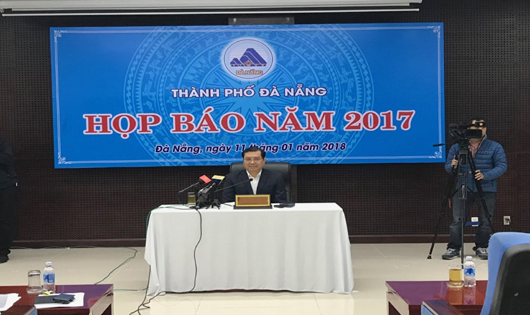 Chủ tịch Đà Nẵng giải đáp nhiều vấn đề 'nóng' trước báo giới