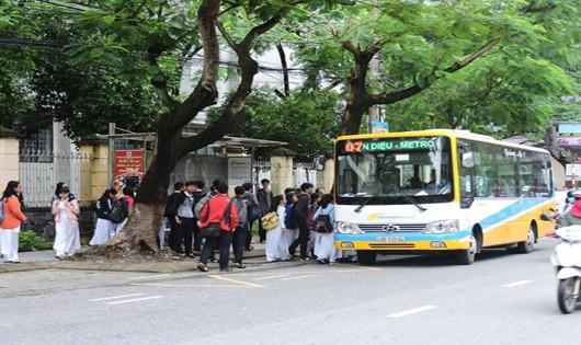 Đình chỉ tài xế xe buýt đuổi học sinh vì không có tiền thối