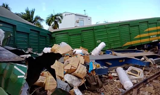 Tai nạn đường sắt ở Quảng Nam khiến hàng hóa rớt tung tóe