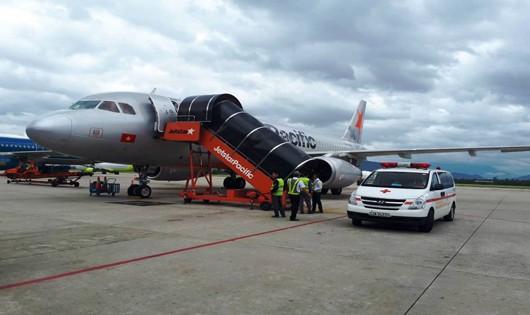 Hình ảnh cấp cứu hành khách tại Sân bay Đà Nẵng