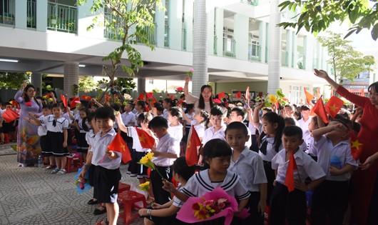 Tưng bừng ngày hội khai trường tại miền Trung