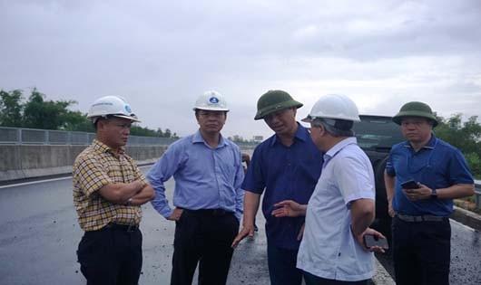 Thứ trưởng Bộ GTVT Lê Đình Thọ và Đoàn công tác kiểm tra đột xuất cao tốc Đà Nẵng- Quảng Ngãi