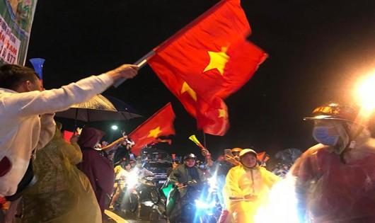 Cổ động viên Đà Nẵng xuống đường ăn mừng chiến thắng của đội tuyển Việt Nam