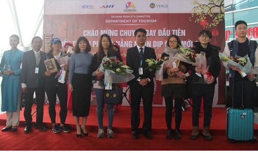 """Đà Nẵng, Quảng Nam đón du khách """"xông đất"""" đầu năm mới"""