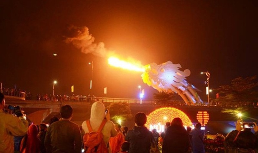 Cầu Rồng phun lửa tại Đà Nẵng