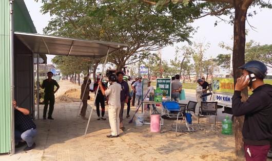 Đà Nẵng: Ra quân thực hiện tháo dỡ các ki ốt xây dựng trái phép mua bán bất động sản