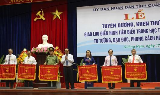 Tuyên dương điển hình tiêu biểu trong học tập và làm theo tư tưởng, đạo đức Hồ Chí Minh