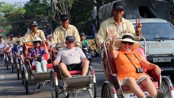 Khách du lịch đến Đà Nẵng