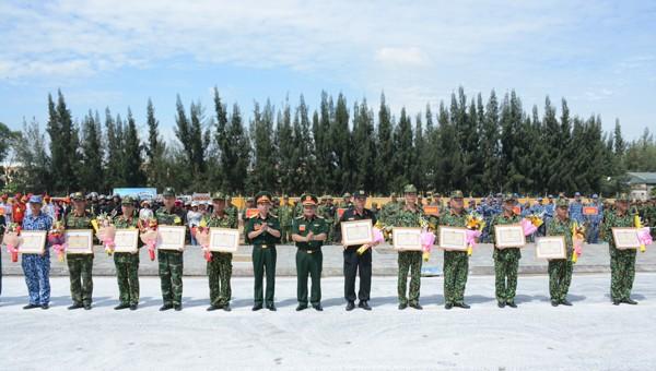Bộ Quốc phòng tặng Bằng khen cho 19 tập thể hàn thành xuất sắc nhiệm vụ trong diễn tập