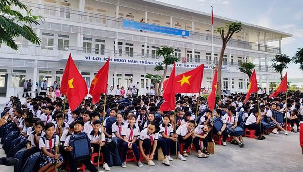 Lễ bàn giao và khai giảng năm học mới tại trường THPT và THCS Đặng Chí Thanh